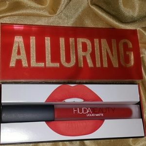 Huda Beauty Lipstick in Alluring.